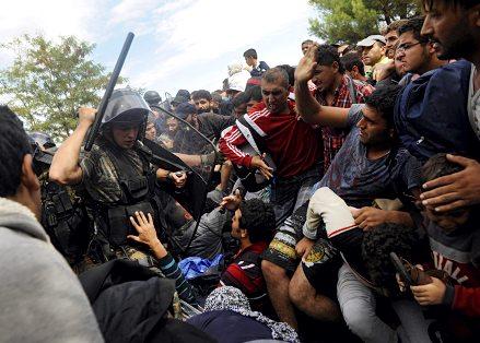 http://gatesofvienna.net/wp-content/uploads/2015/09/migrantsmacedonia.jpg